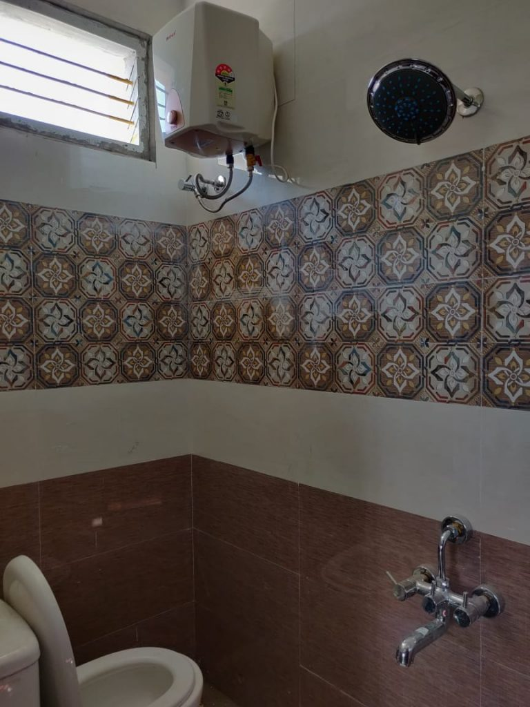Bathroom-tiles-768x1024