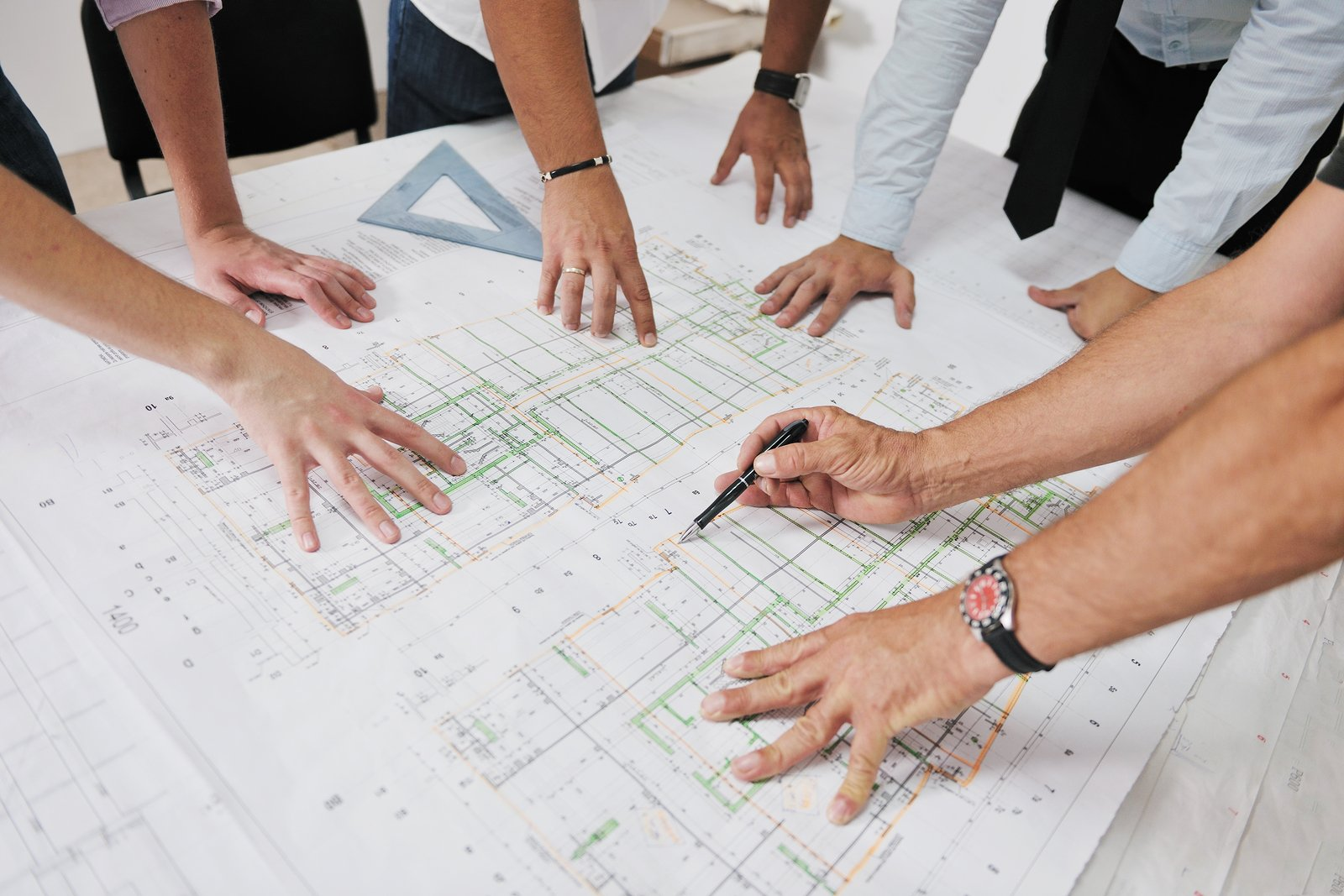 Important questions to ask before hiring a building contractor-architect team